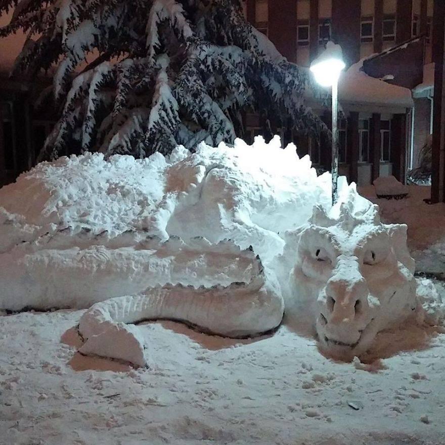 ice sculpture dragon