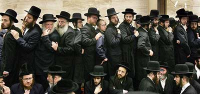 Hassidic Jews all dressed in black